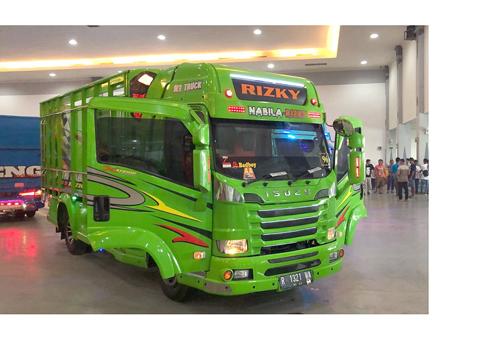 Warna Warna Ngejreng Truk Modifikasi Hadir di Jogjakarta Truck